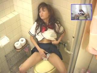 【素人】トイレで激しくオナニーする制服エロギャルを盗撮