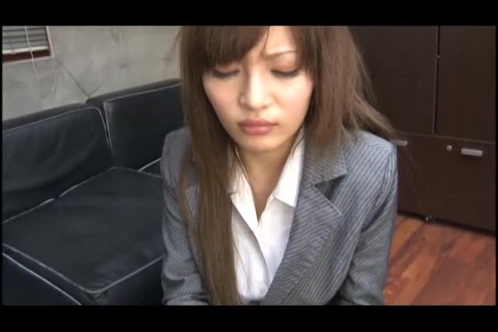 スタイル抜群な美巨乳秘書に職場で生フェラ抜きしてもらいました♪